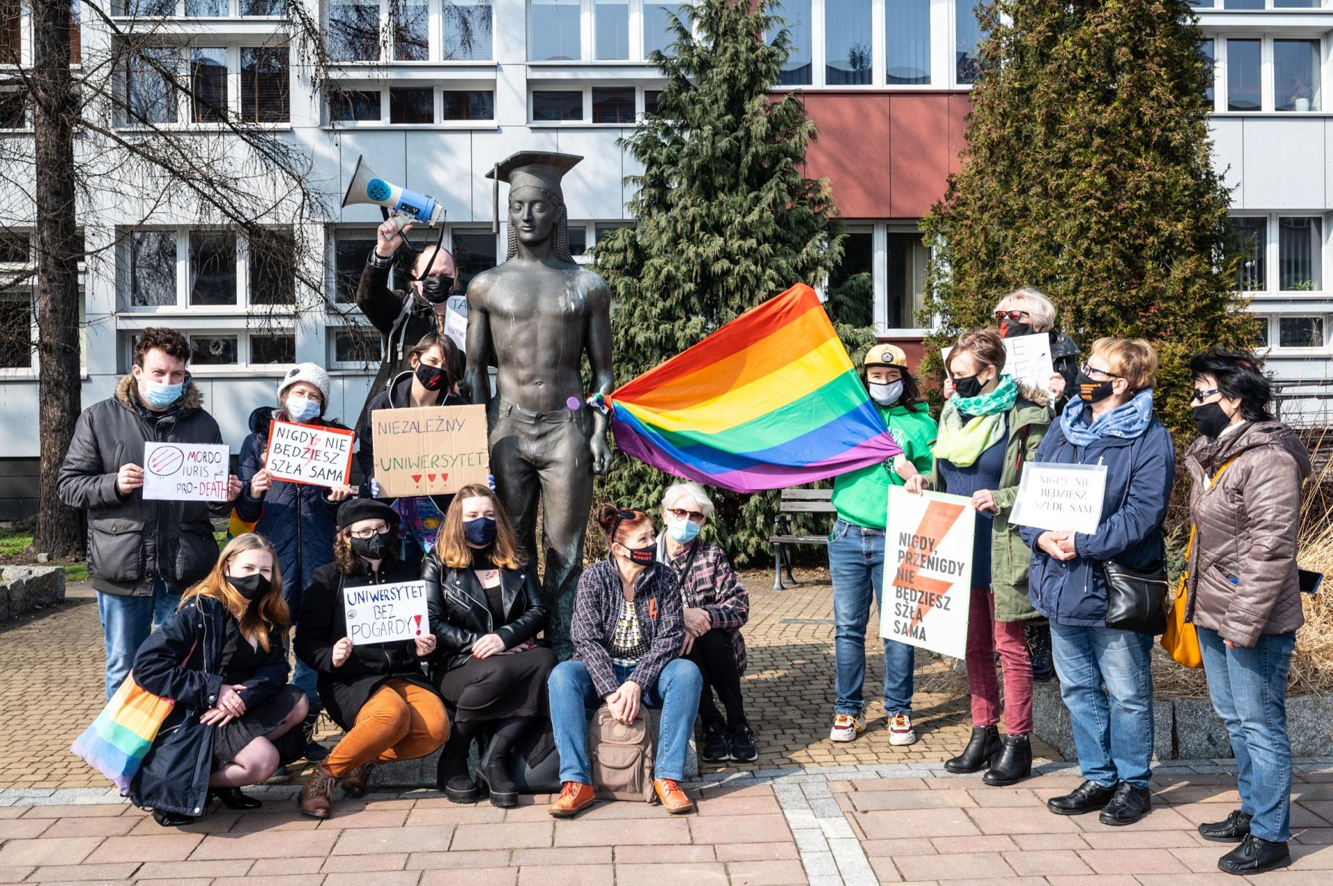 Nigdy nie będziesz sam! Pikieta solidarnościowa ze studentami Uniwersytetu Śląskiego.